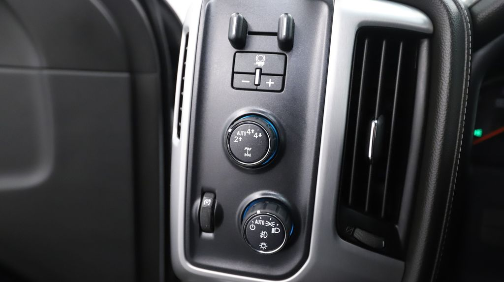 White 2018 GMC Sierra 1500 Central Dash Options Photo in Lethbridge AB