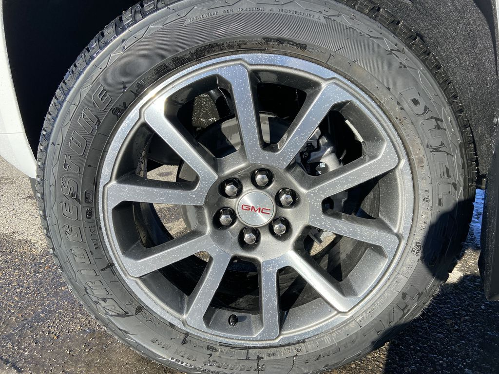 White[Summit White] 2021 GMC Canyon Denali Left Front Rim and Tire Photo in Calgary AB