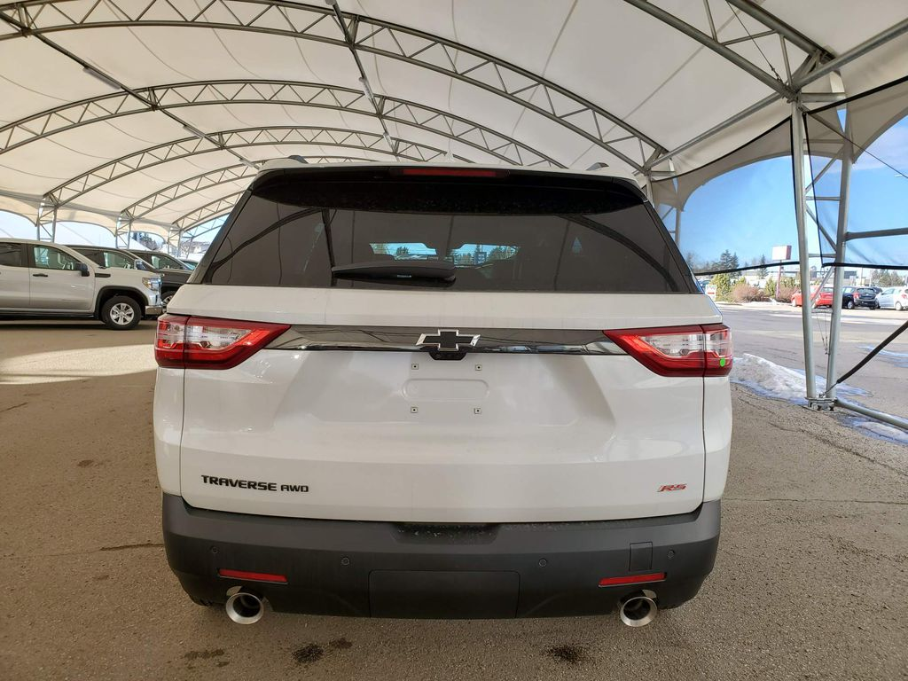 White 2021 Chevrolet Traverse Right Rear Corner Photo in Airdrie AB