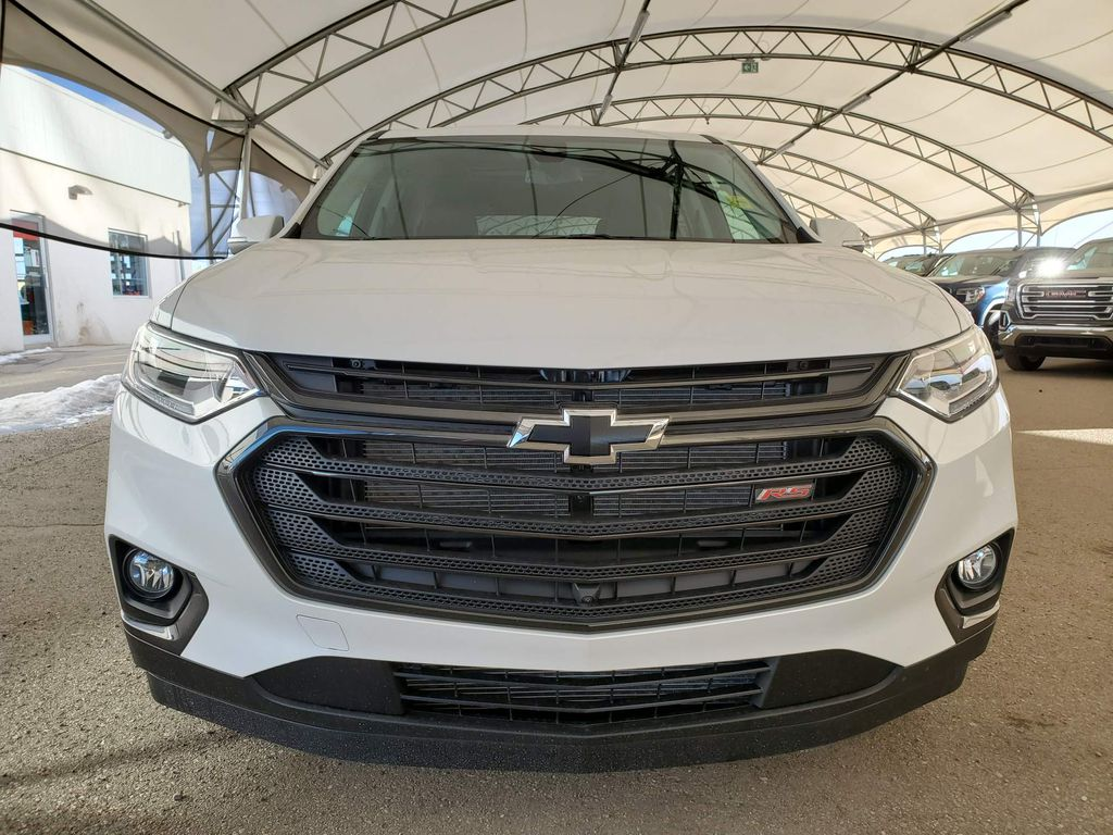 White 2021 Chevrolet Traverse Left Front Corner Photo in Airdrie AB
