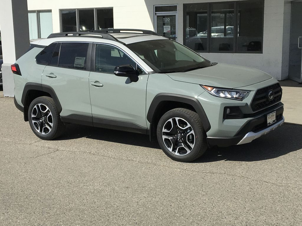 Gray[Lunar Rock/Ice Edge Roof] 2021 Toyota RAV4 Right Front Corner Photo in Kelowna BC