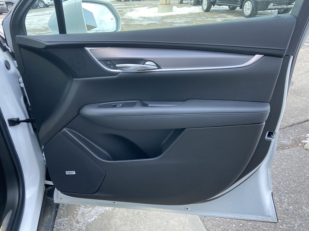 White[Crystal White Tricoat] 2019 Cadillac XT5 Luxury Right Front Interior Door Panel Photo in Calgary AB
