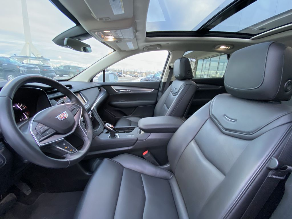 White[Crystal White Tricoat] 2019 Cadillac XT5 Luxury Left Front Interior Photo in Calgary AB