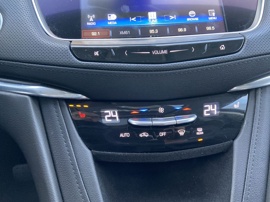 White[Crystal White Tricoat] 2019 Cadillac XT5 Luxury Central Dash Options Photo in Calgary AB