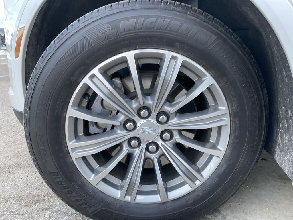 White[Crystal White Tricoat] 2019 Cadillac XT5 Luxury Left Front Rim and Tire Photo in Calgary AB