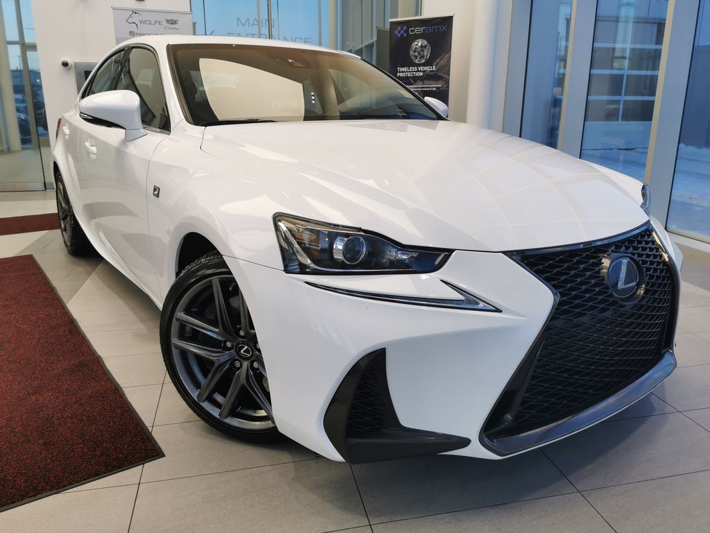 White[Eminent White Pearl] 2018 Lexus IS