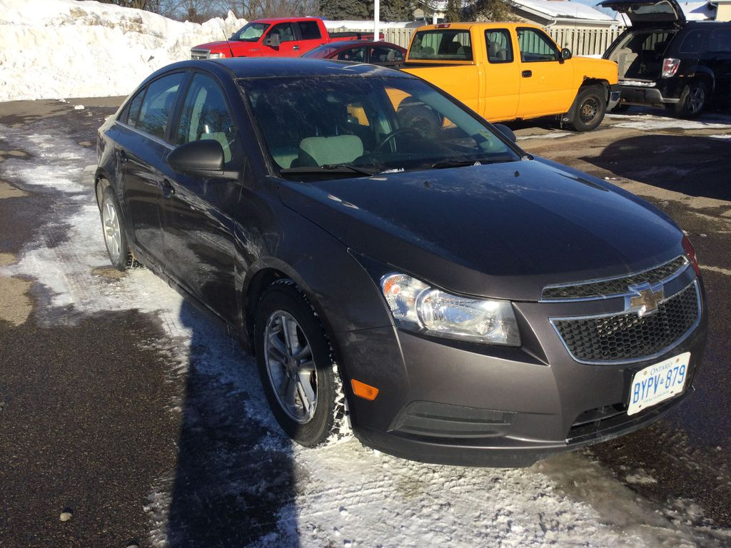 2011 Chevrolet Cruze Left Front Rim and Tire Photo in Brockville ON
