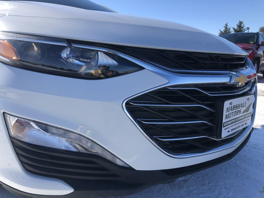 White 2019 Chevrolet Malibu 4dr Sdn LT w/1LT *Heated Seats*Remote Start*Back-Up Cam* Left Front Head Light / Bumper and Grill in Brandon MB