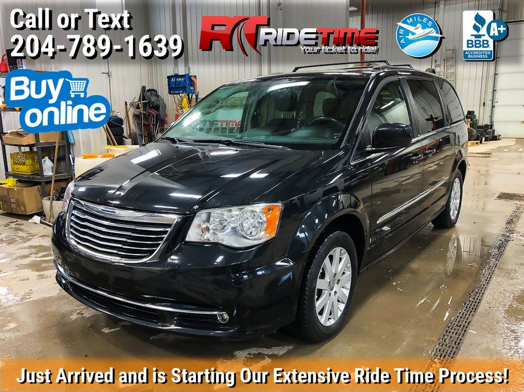 Black[Brilliant Black Crystal Pearlcoat] 2014 Chrysler Town & Country Touring - Dual DVD, NAV, Sunroof, LOW KM