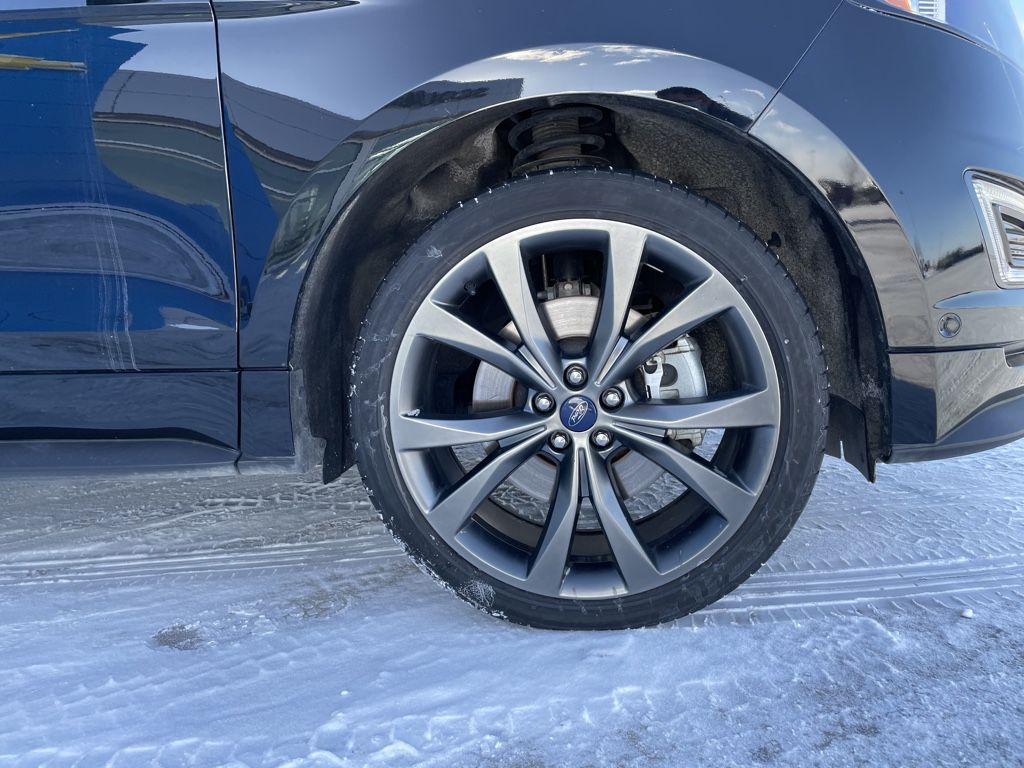 Black[Shadow Black] 2018 Ford Edge Left Front Rim and Tire Photo in Fort Macleod AB