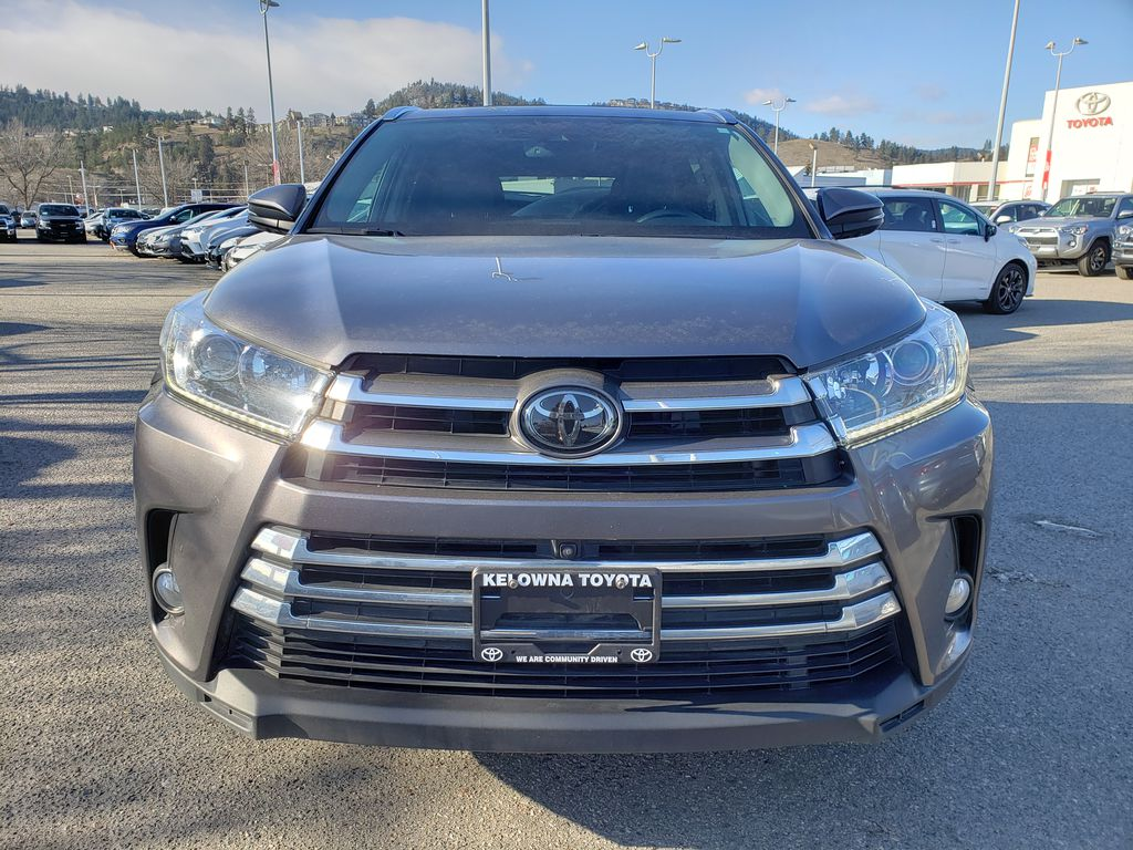 Silver[Celestial Silver Metallic] 2018 Toyota Highlander Front Vehicle Photo in Kelowna BC