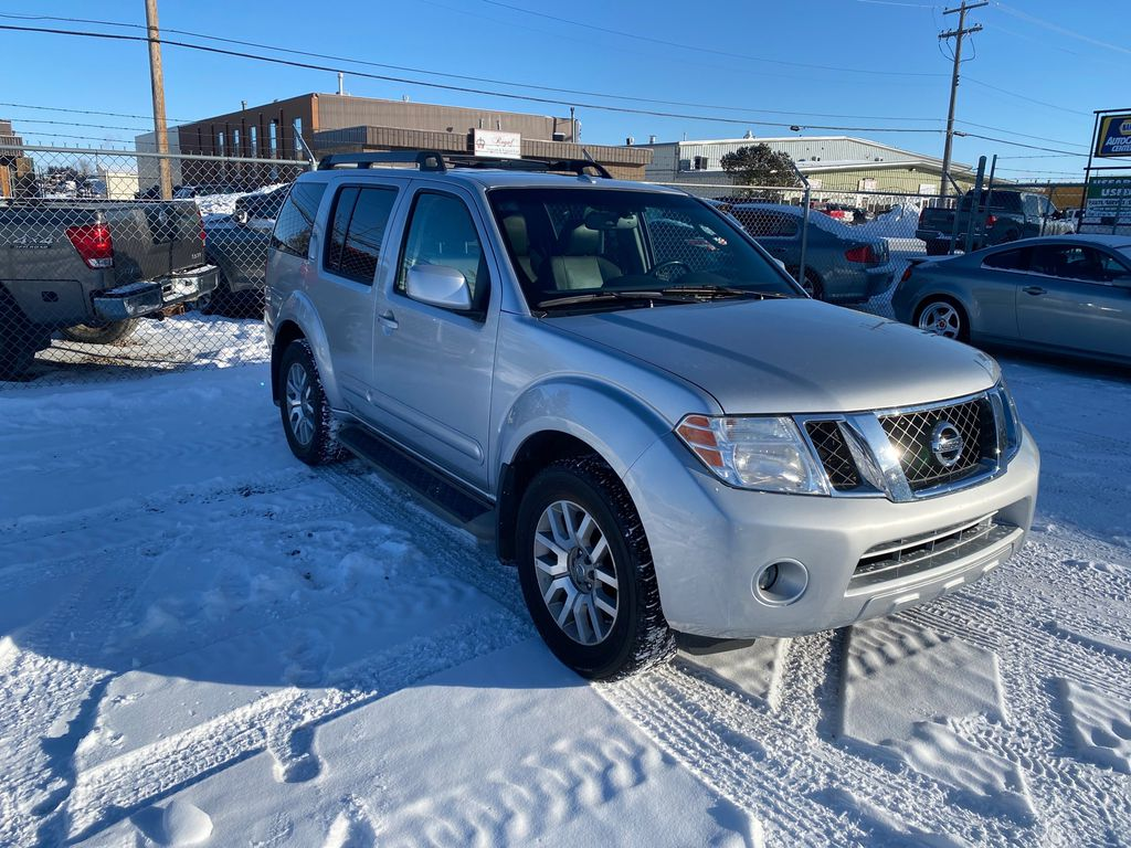 Silver[Airstream Metallic] 2012 Nissan Pathfinder Right Front Corner Photo in Lethbridge AB