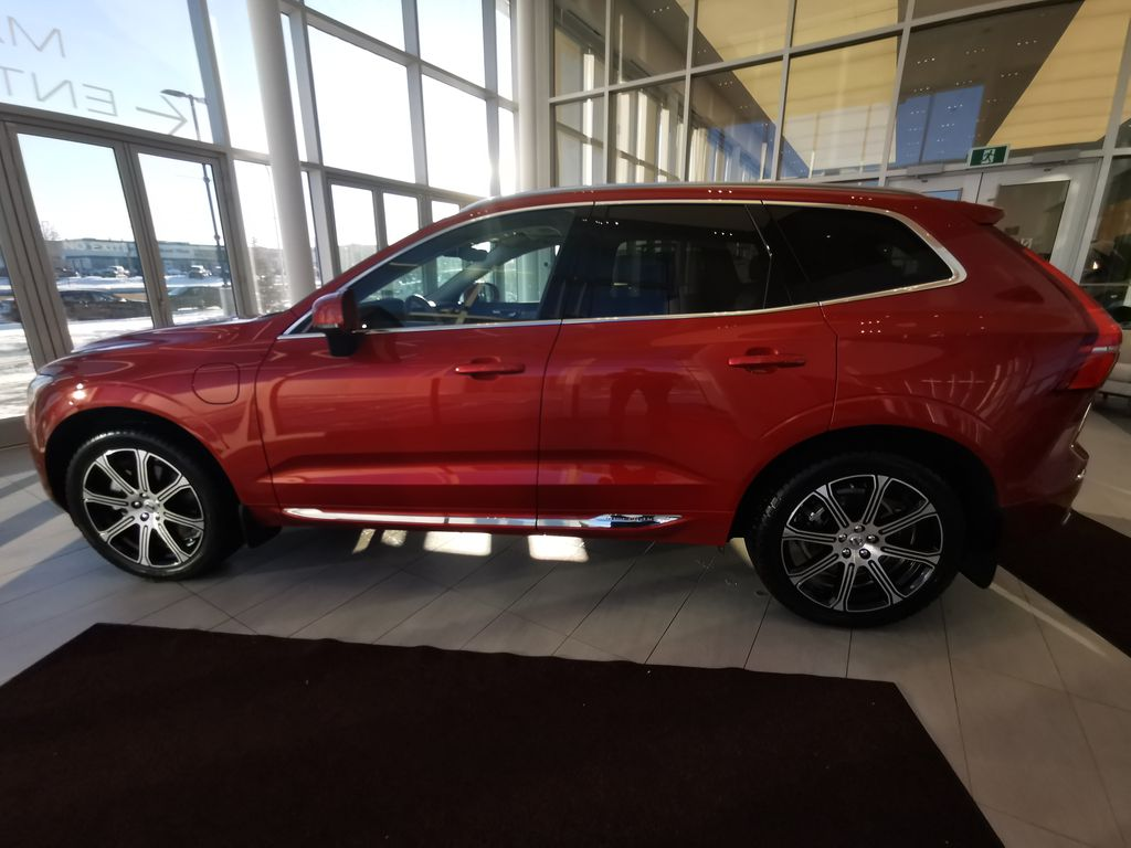 Red[Fusion Red Metallic] 2020 Volvo XC60 Left Side Photo in Edmonton AB