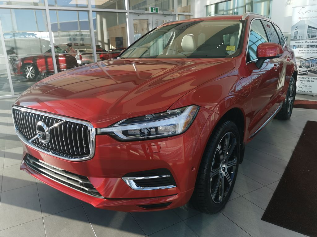 Red[Fusion Red Metallic] 2020 Volvo XC60 Left Front Corner Photo in Edmonton AB