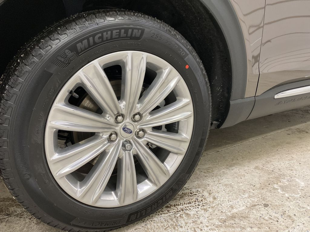 STERLING GREY METALLIC 2021 Ford Explorer Left Front Rim and Tire Photo in Dartmouth NS