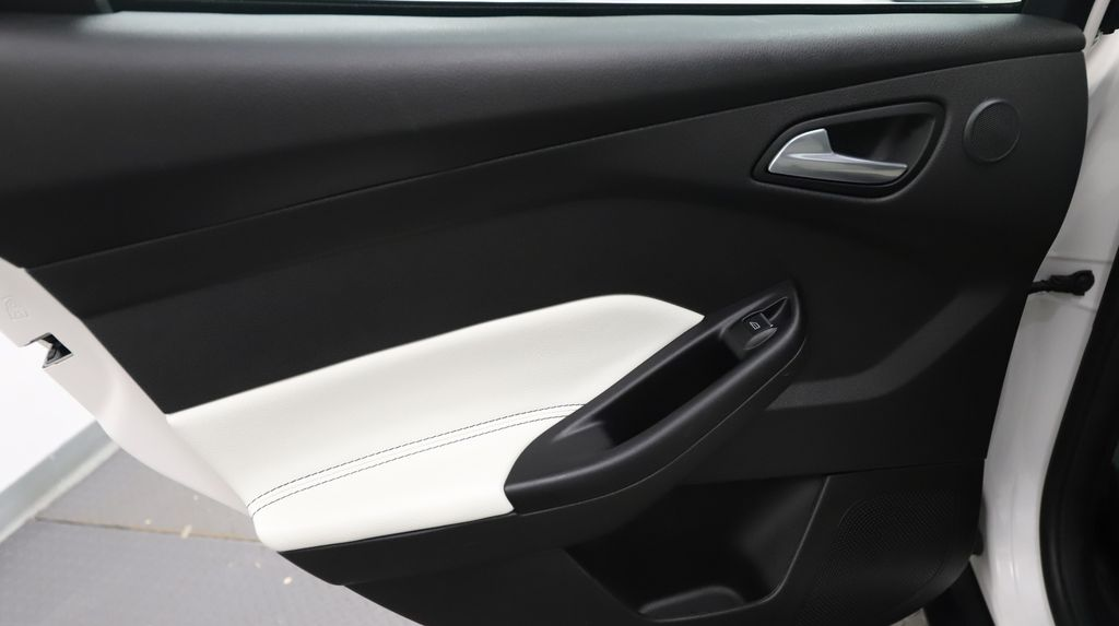 2013 Ford Focus Center Console Photo in Lethbridge AB