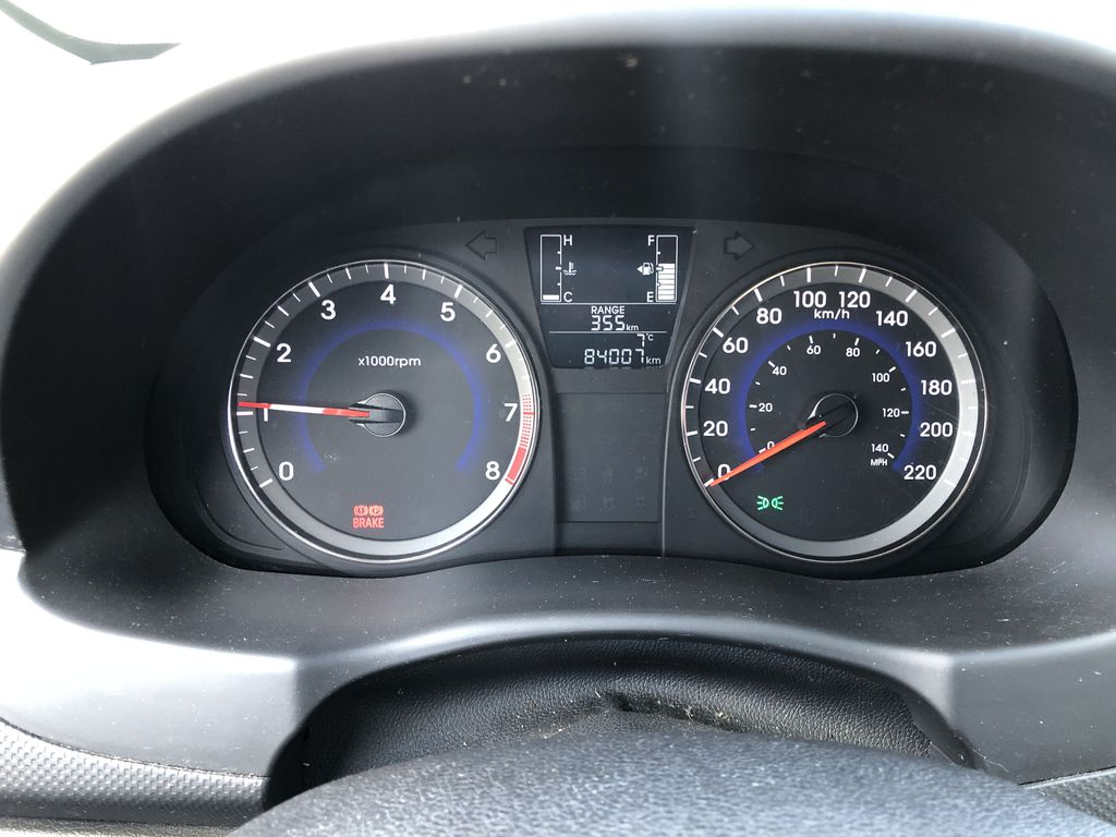 Black[Ultra Black Pearl] 2015 Hyundai Accent Central Dash Options Photo in Canmore AB