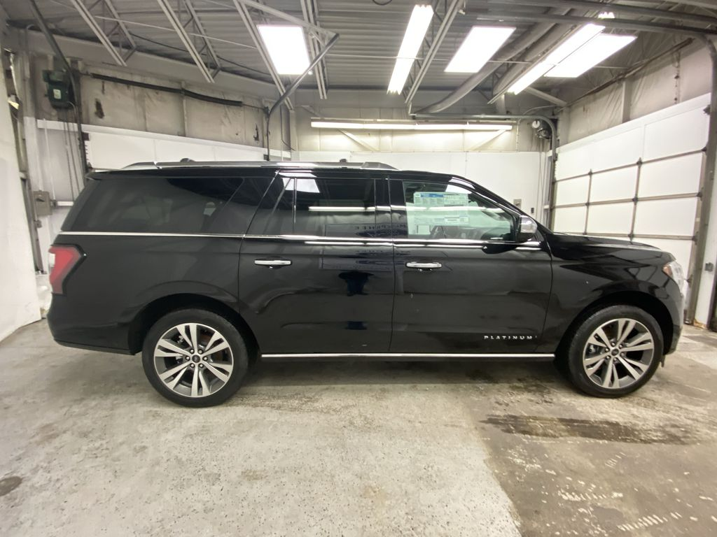 Black[Agate Black] 2021 Ford Expedition Right Side Photo in Dartmouth NS