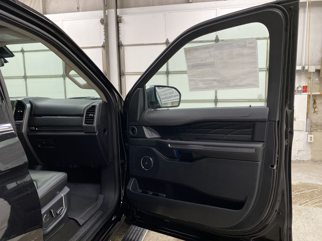 Black[Agate Black] 2021 Ford Expedition Right Front Interior Door Panel Photo in Dartmouth NS