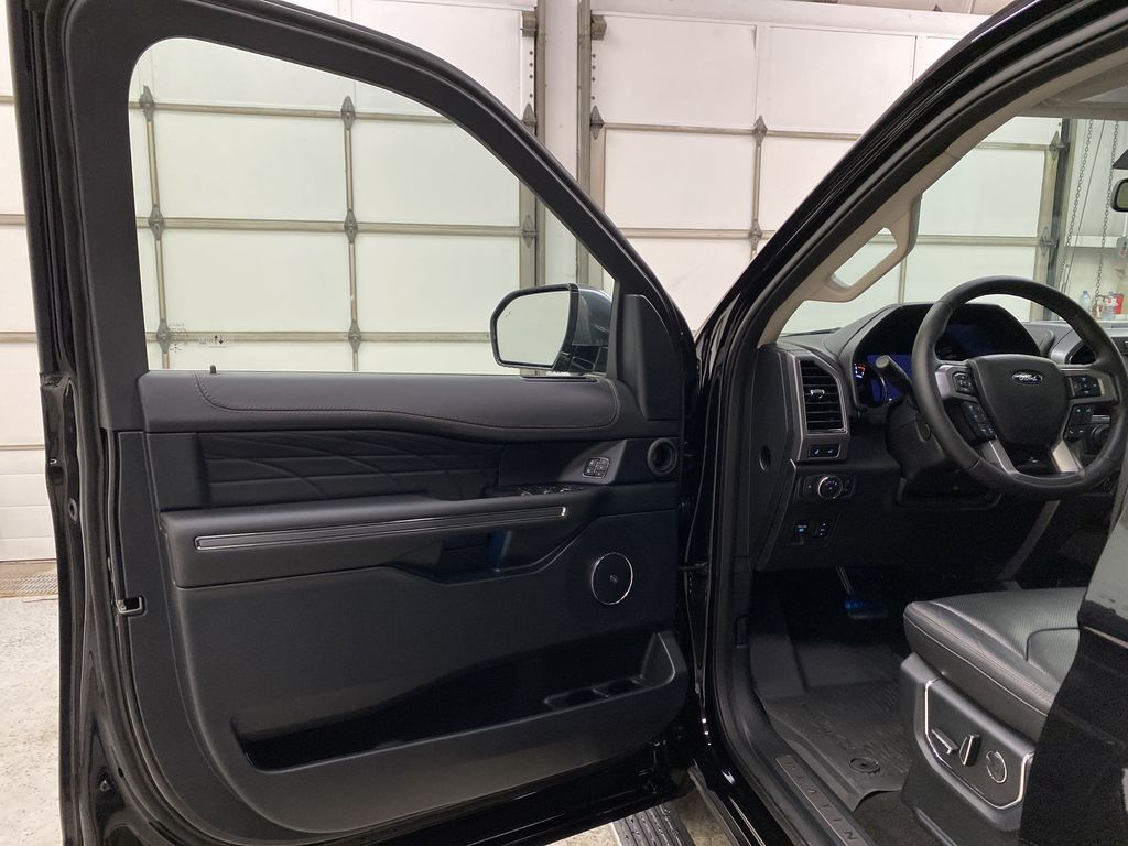 Black[Agate Black] 2021 Ford Expedition Left Front Interior Door Panel Photo in Dartmouth NS