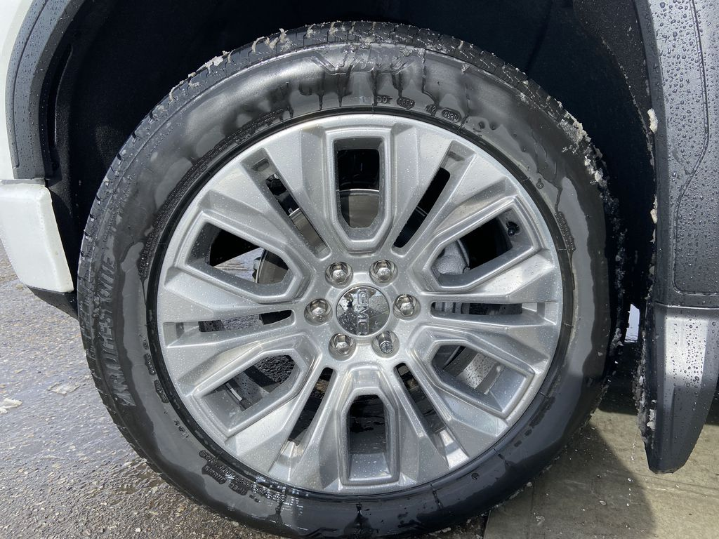 White[White Frost Tricoat] 2021 GMC Sierra 1500 Denali Left Front Rim and Tire Photo in Calgary AB