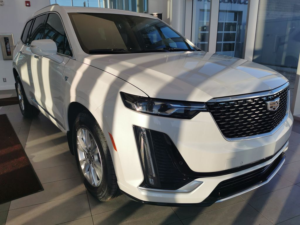 White[Crystal White Tricoat] 2021 Cadillac XT6 Right Front Corner Photo in Edmonton AB