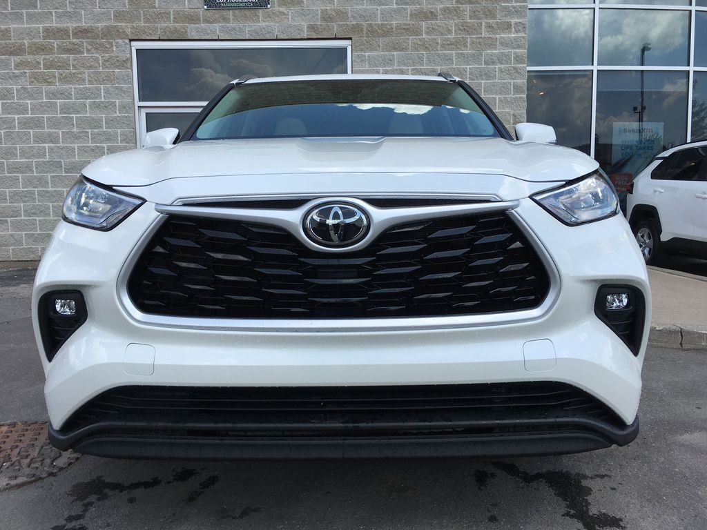 White[Blizzard Pearl] 2021 Toyota Highlander AWD XLE Standard Package GZRBHT AG Sunroof Photo in Brampton ON