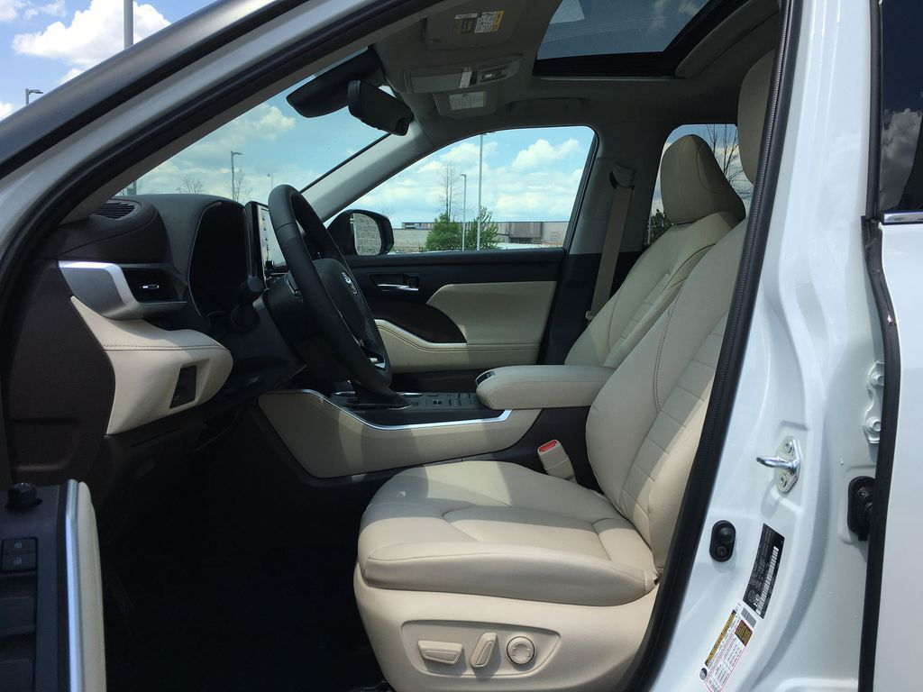 White[Blizzard Pearl] 2021 Toyota Highlander AWD XLE Standard Package GZRBHT AG Left Front Interior Door Panel Photo in Brampton ON