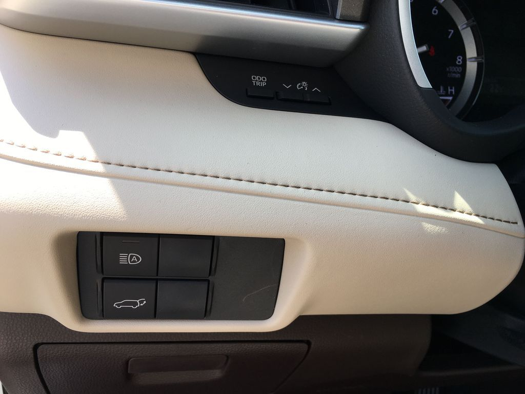 White[Blizzard Pearl] 2021 Toyota Highlander AWD XLE Standard Package GZRBHT AG Right Front Corner Photo in Brampton ON