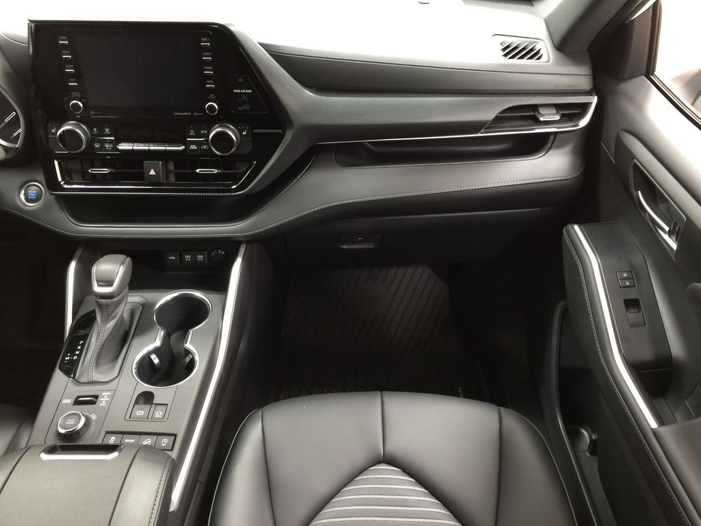 White[Blizzard Pearl] 2021 Toyota Highlander XSE Right Front Seat Photo in Sherwood Park AB