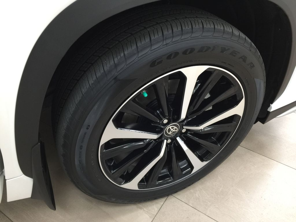 White[Blizzard Pearl] 2021 Toyota Highlander XSE Right Front Rim and Tire Photo in Sherwood Park AB