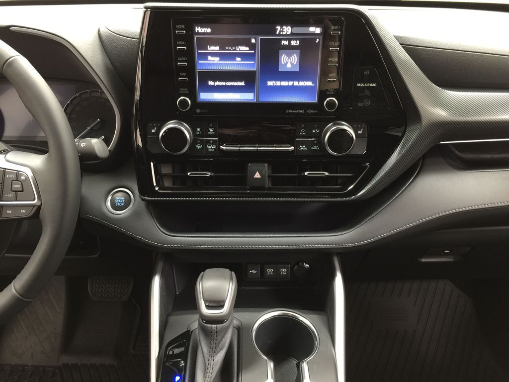 White[Blizzard Pearl] 2021 Toyota Highlander XSE Central Dash Options Photo in Sherwood Park AB