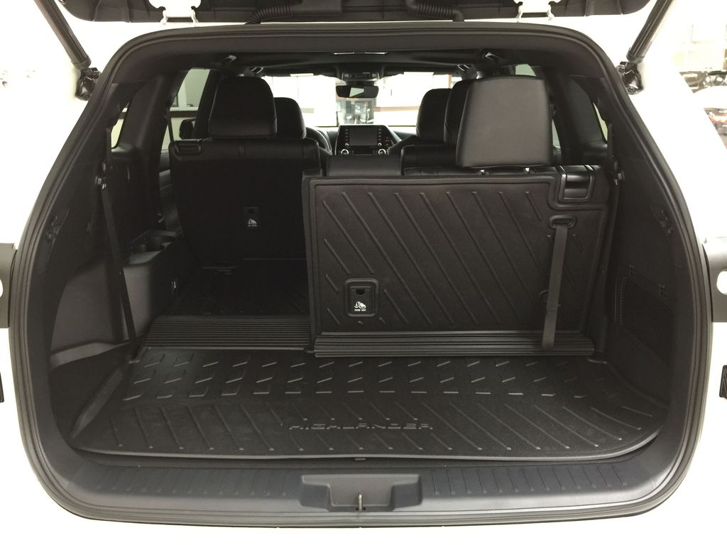 White[Blizzard Pearl] 2021 Toyota Highlander XSE Cargo Area/Rear Seats Photo in Sherwood Park AB