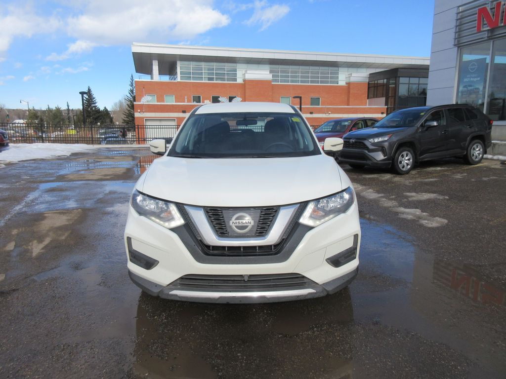 White[Glacier White] 2017 Nissan Rogue LR Door Panel Ctls Photo in Okotoks AB