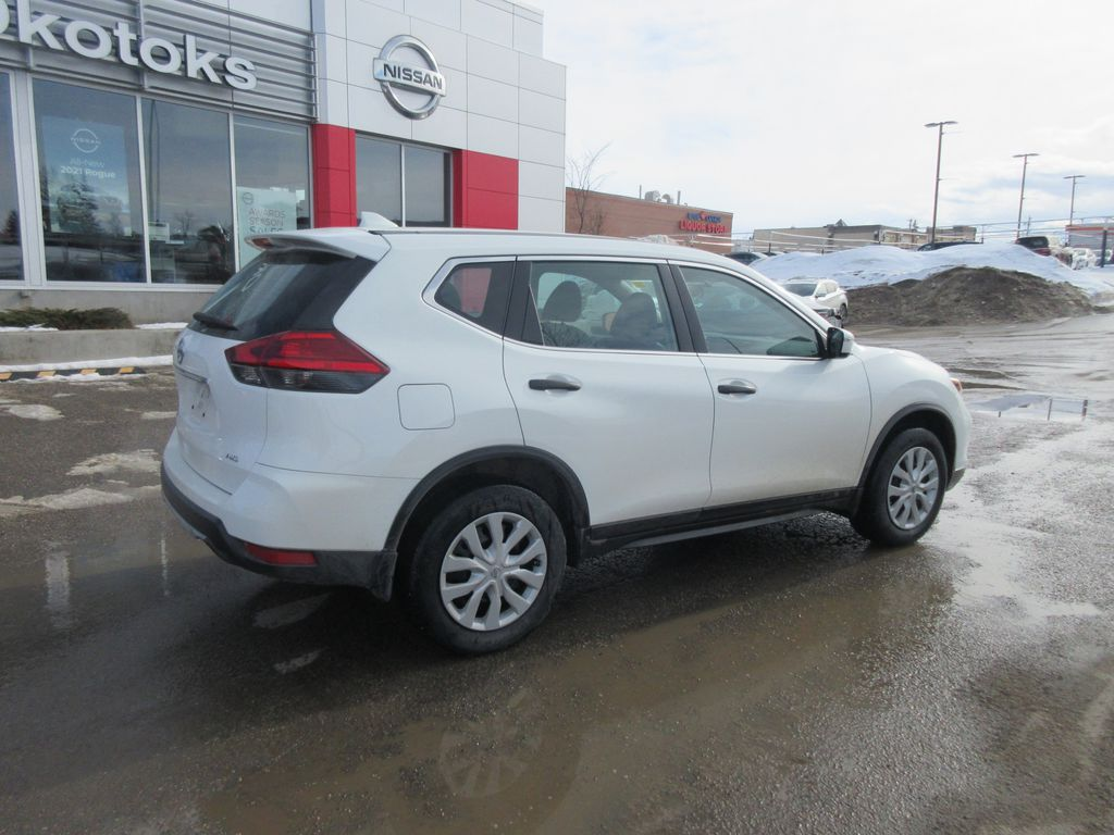 White[Glacier White] 2017 Nissan Rogue Apple Carplay/Android Auto Photo in Okotoks AB