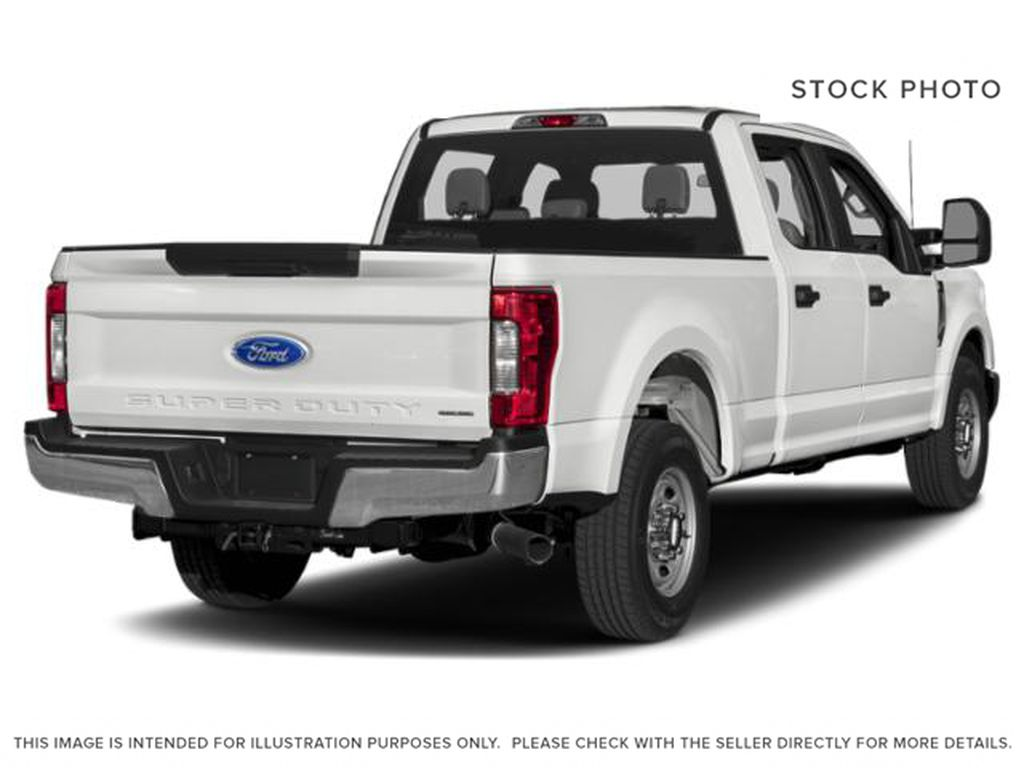 White[Oxford White] 2018 Ford Super Duty F-350 SRW Right Rear Corner Photo in Fort Macleod AB