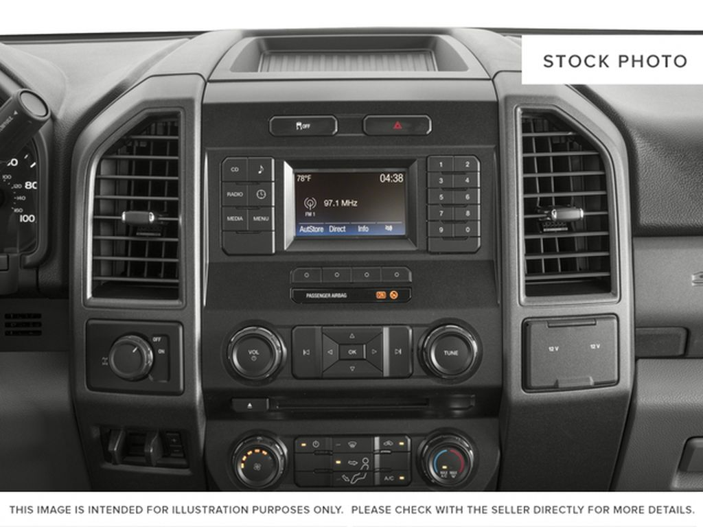 White[Oxford White] 2018 Ford Super Duty F-350 SRW Radio Controls Closeup Photo in Fort Macleod AB