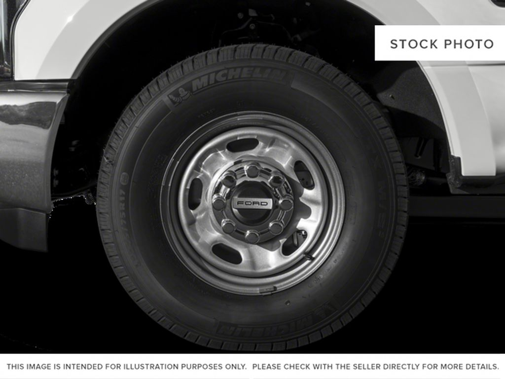 White[Oxford White] 2018 Ford Super Duty F-350 SRW Left Front Rim and Tire Photo in Fort Macleod AB