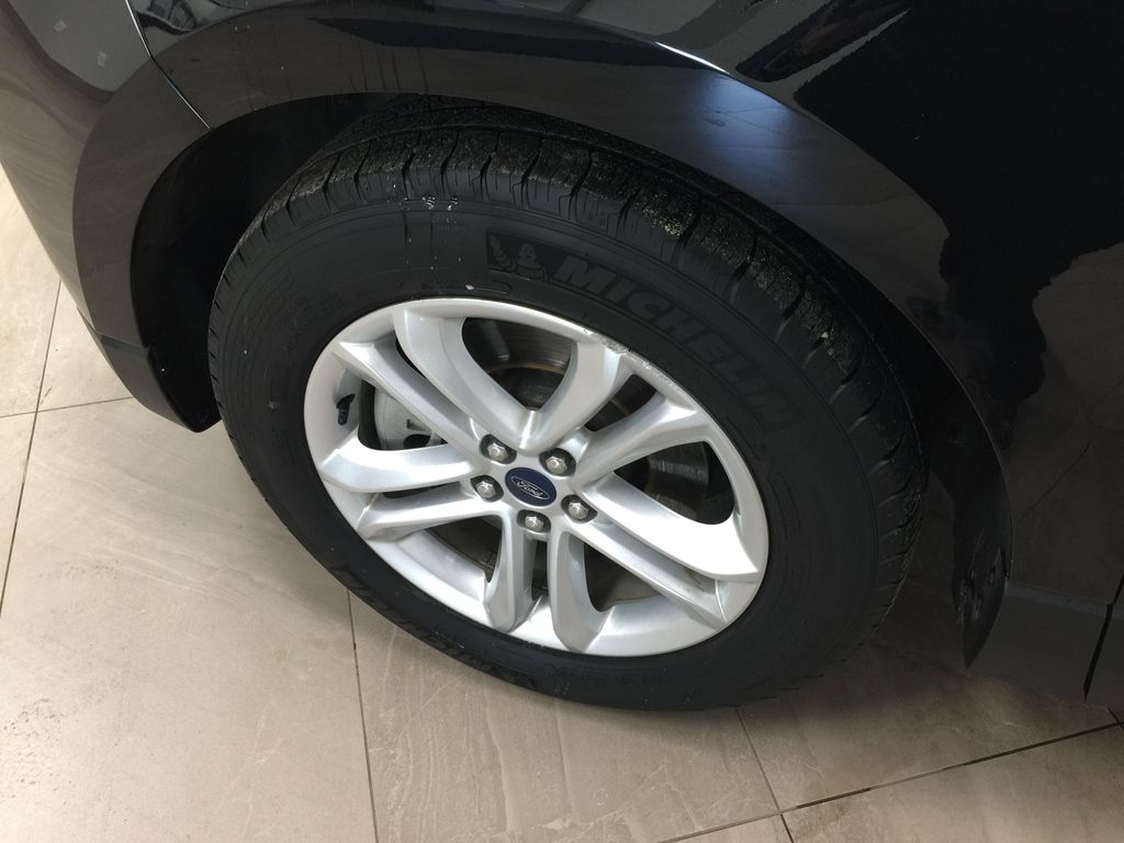 Black[Agate Black] 2019 Ford Edge SEL / LEATHER PANORAMIC SUNROOF Left Front Rim and Tire Photo in Sherwood Park AB