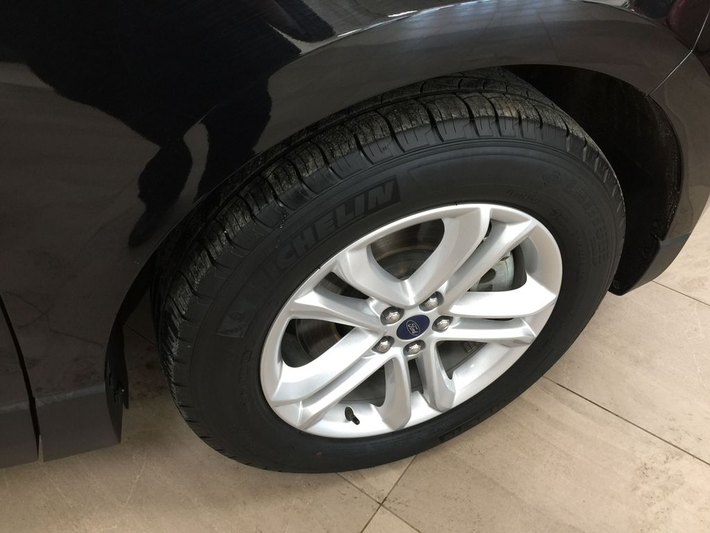 Black[Agate Black] 2019 Ford Edge SEL / LEATHER PANORAMIC SUNROOF Right Front Rim and Tire Photo in Sherwood Park AB