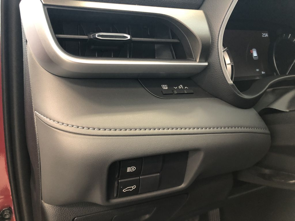 Ruby Flare Pearl 2021 Toyota Highlander XLE Right Side Photo in Edmonton AB