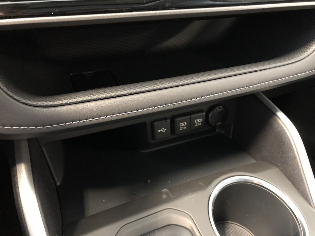 Ruby Flare Pearl 2021 Toyota Highlander XLE Right Front Corner Photo in Edmonton AB