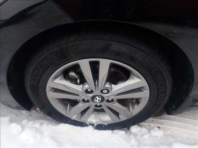 Black 2018 Hyundai Elantra Limited 2.0L Auto *Heated Seats*Fog Lights*Very Low KMs!!* Left Front Rim and Tire Photo in Brandon MB