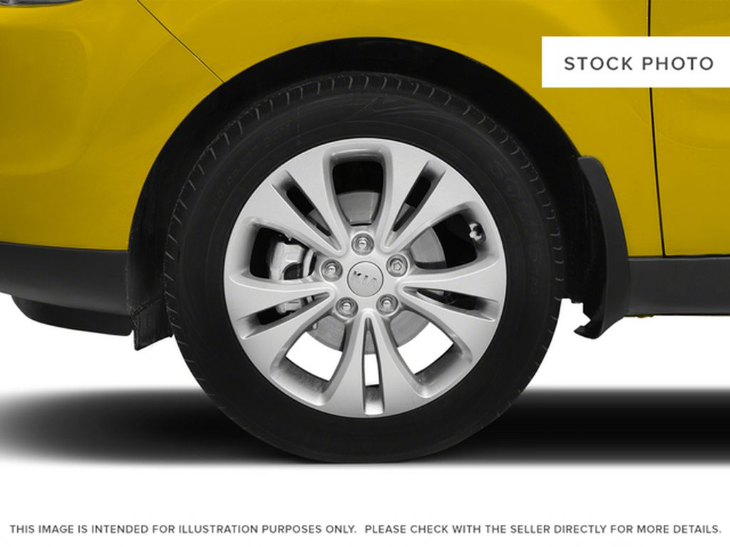 2015 Kia Soul Left Front Rim and Tire Photo in Brooks AB