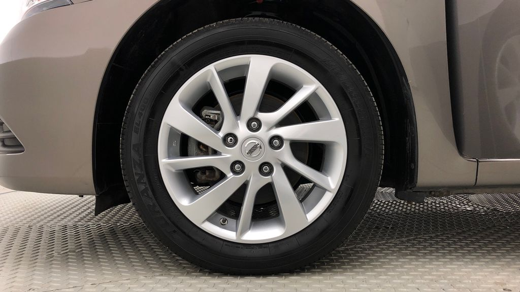 Gray[Amethyst Grey Pearl Metallic] 2015 Nissan Sentra SV - AUTO, Sunroof, Navigation, SUPER LOW KMs Left Front Rim and Tire Photo in Winnipeg MB
