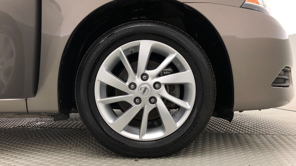 Gray[Amethyst Grey Pearl Metallic] 2015 Nissan Sentra SV - AUTO, Sunroof, Navigation, SUPER LOW KMs Right Front Rim and Tire Photo in Winnipeg MB