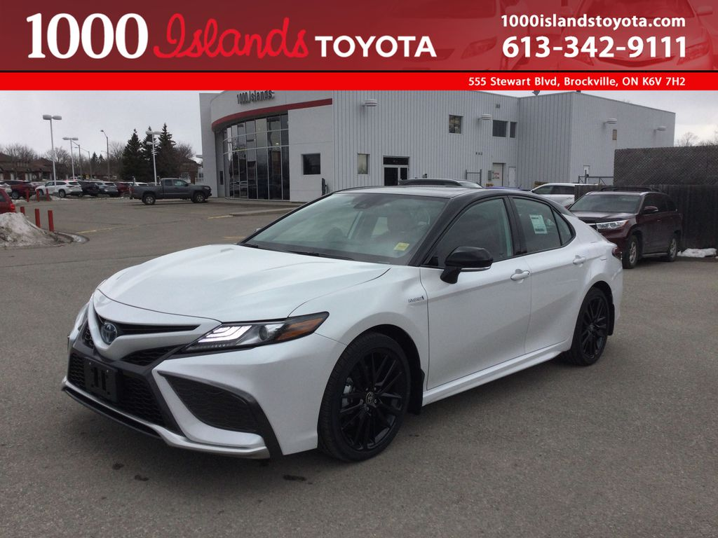 White[Wind Chill w/Black Roof] 2021 Toyota Camry