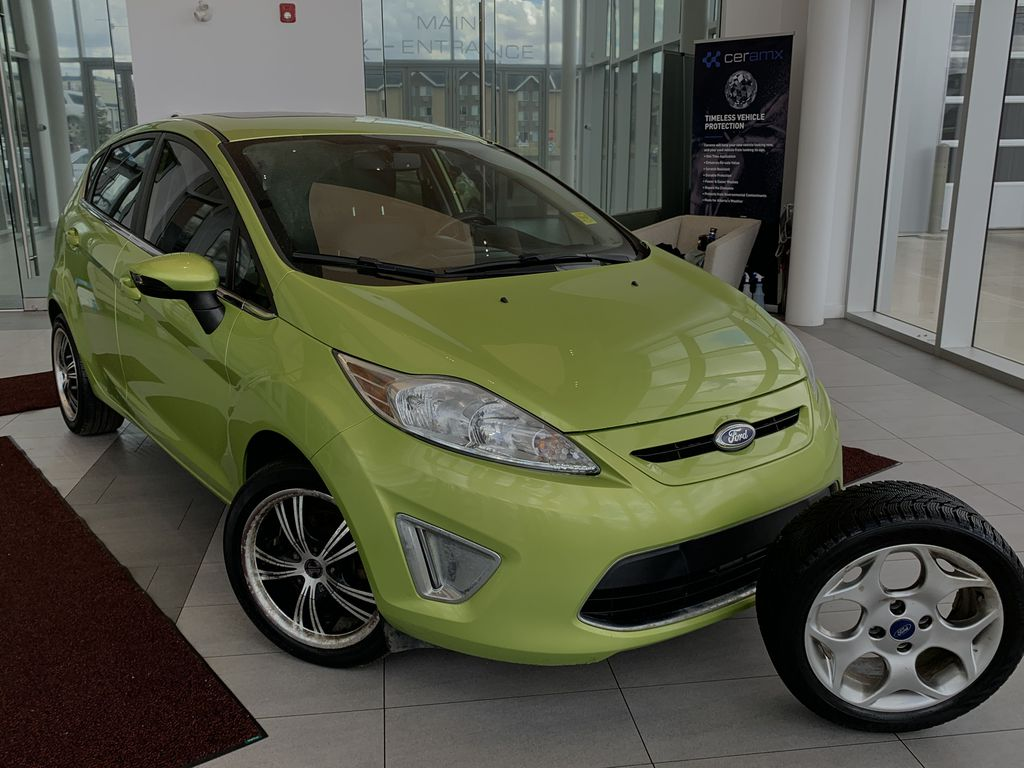 Green[Lime Squeeze Metallic] 2011 Ford Fiesta