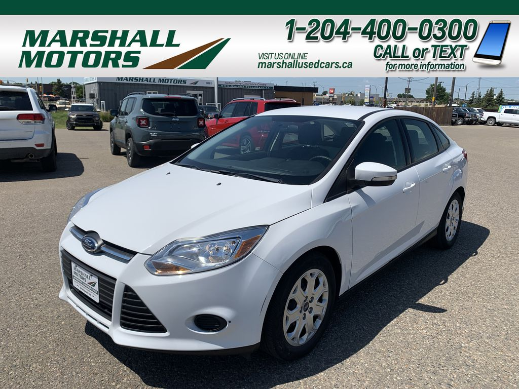 White[Oxford White] 2013 Ford Focus 4dr Sdn SE *LOW KMS* *Bluetooth* *A/C*