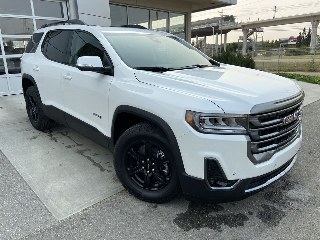 White[White Frost Tricoat] 2021 GMC Acadia AT4